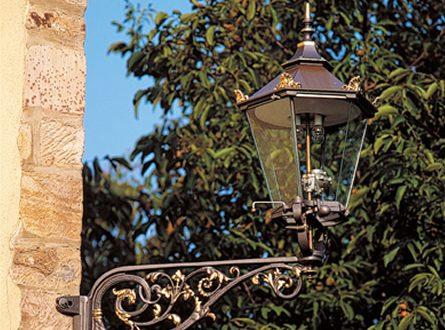 Gusslaternen 445x330 - Rund ums Haus eine stilvolle Beleuchtung erschaffen