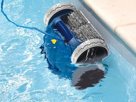 Swimmingpool: Roboter ersparen mühsame Reinigungsarbeiten