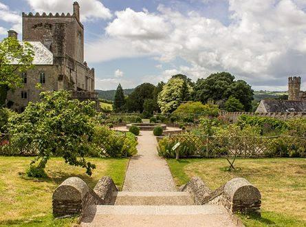 Englischer Garten 445x330 - Romantik im englischen Garten