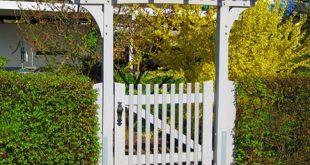 Gartentor 310x165 - Ein Gartentor schafft Privatsphäre