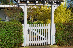 Gartentor 310x205 - Ein Gartentor schafft Privatsphäre