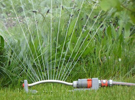Sprinkler 445x330 - Hellweg – Tipps und Zubehör für jeden Garten