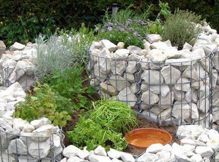 Gabionen 445x330 - Mit Steinen eine einzigartige Gartenlandschaft kreieren